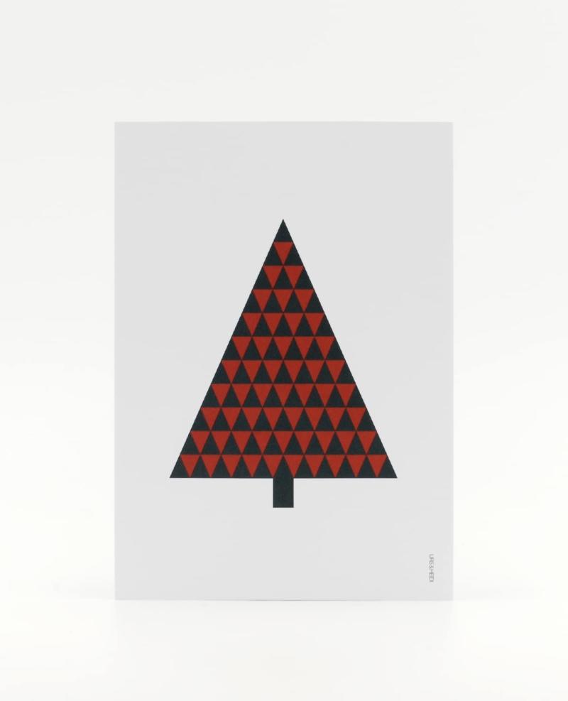 Tannenbaum Postkarte, illustriert aus roten und grünen Dreiecken