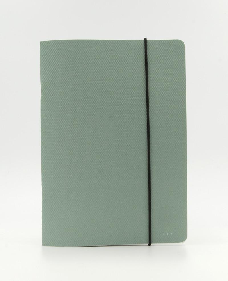 Grünes Notizbuch mit Gummiband