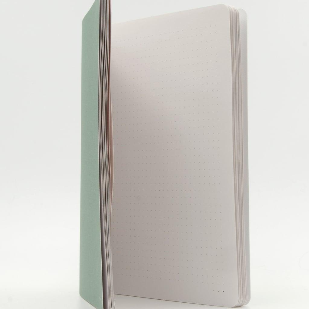 Gepunktete Innenseite grünes Heft